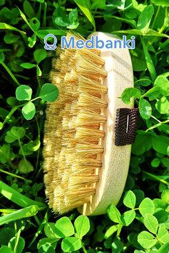 Щетка из натуральной щетины овальная 7*12 см с ремешком
